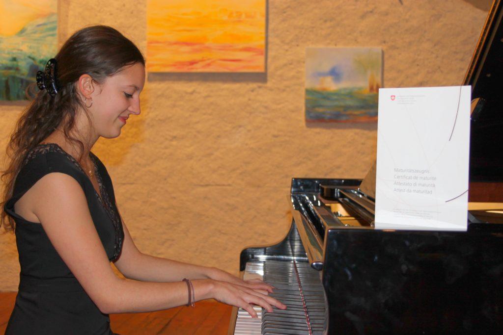 Fanny Monnet, pianiste reconnue, a étudié la maturité suisse à l'Institut-Domi